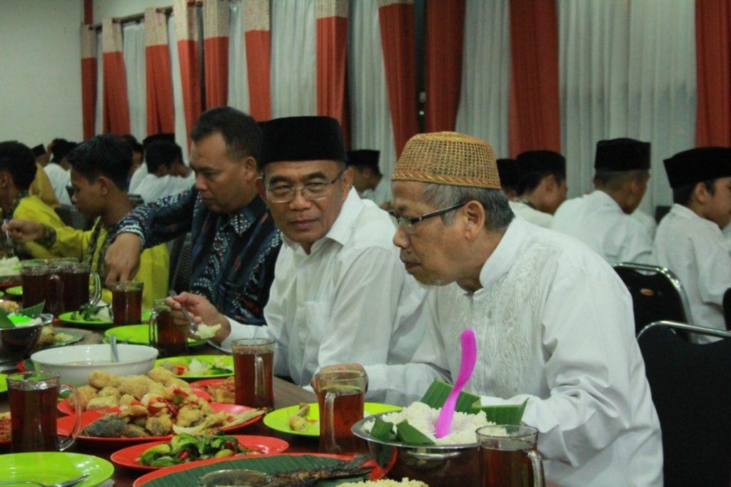 Mendiknas Muhajir Ajak Silaturahmi Anak Panti Muhammadiyah 2