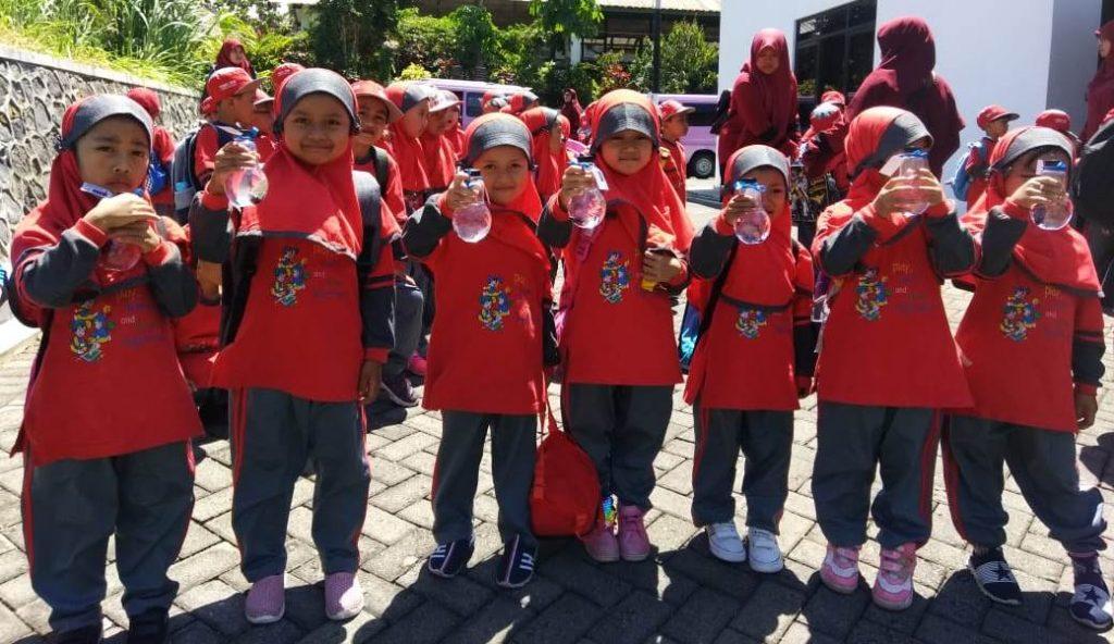 Kunjungi Fish Edu Park UMM, Puluhan Siswa TK Islam Al Asy'ari Batu Tertarik Aquaponik 3