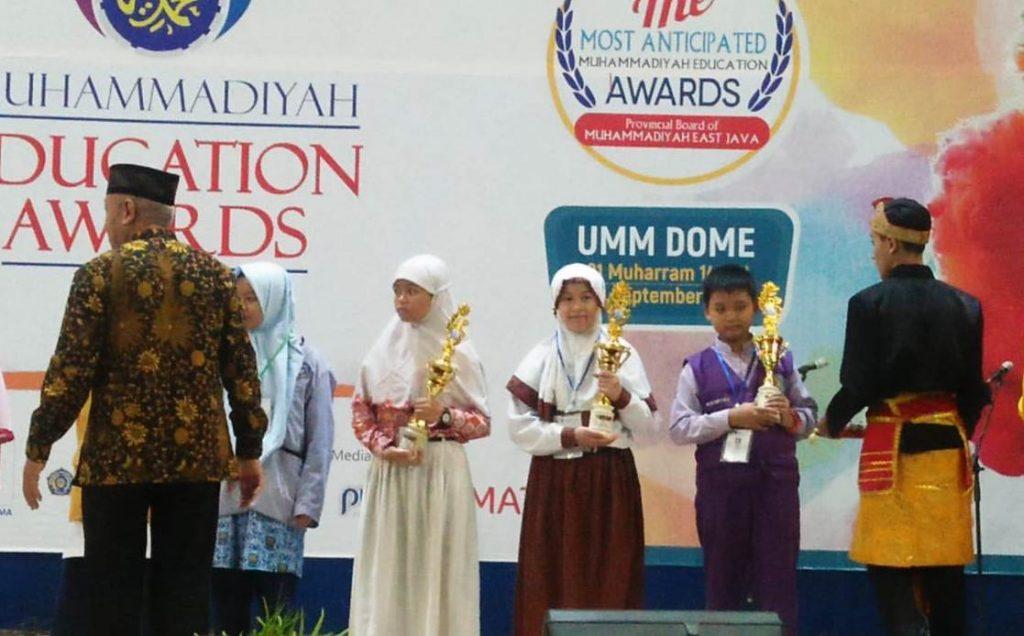Temukan Media Pembelajaran Debit Air, Diyah Pengajar SD Muhammadiyah 9 Kota Malang Raih Juara 2 Guru Inovasi MEA 2019 1