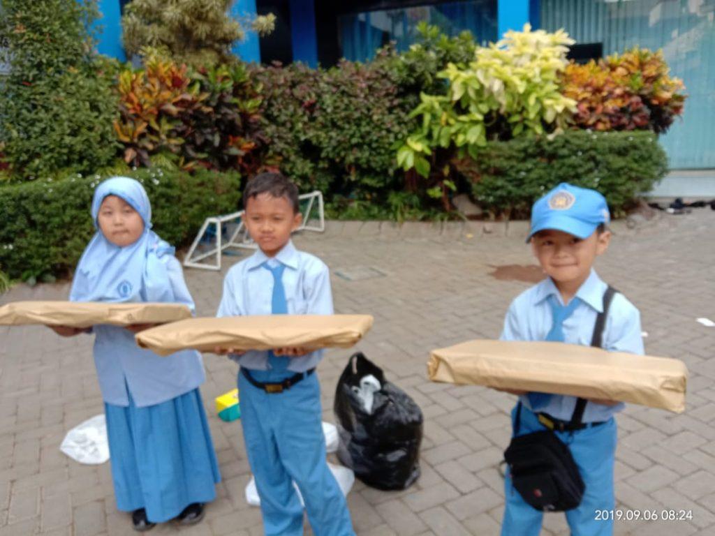 Syiar Tahun Hijriyah, Ratusan Siswa SD Muhammadiyah 8 Bagi Balon Pada Masyarakat Setempat 2