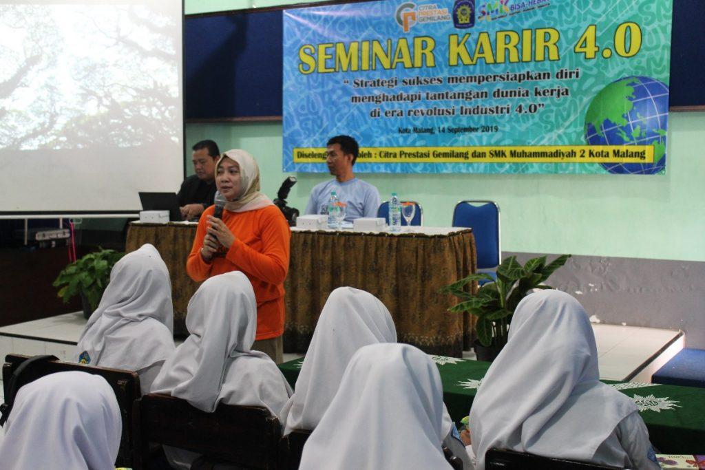 Hadapi Dunia Kerja, Program OTKP SMK Muda Gelar Seminar Karir 4.0 1
