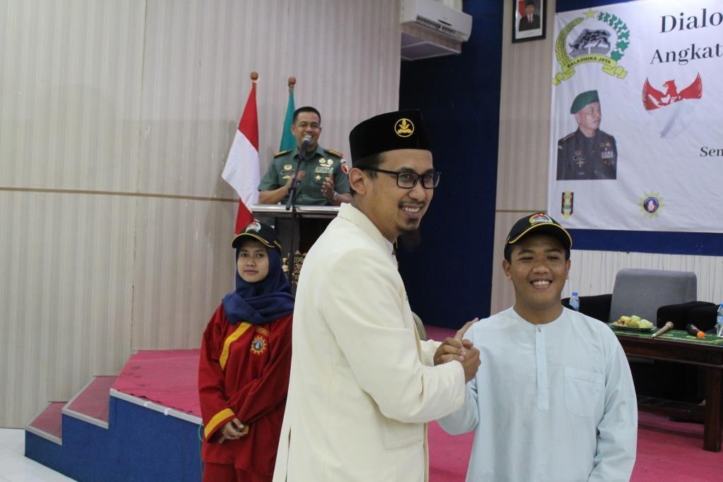 Silaturahim Bersama Angkatan Muda Muhammadiyah, Danrem Zainuddin Bagi-Bagi Hadiah 3
