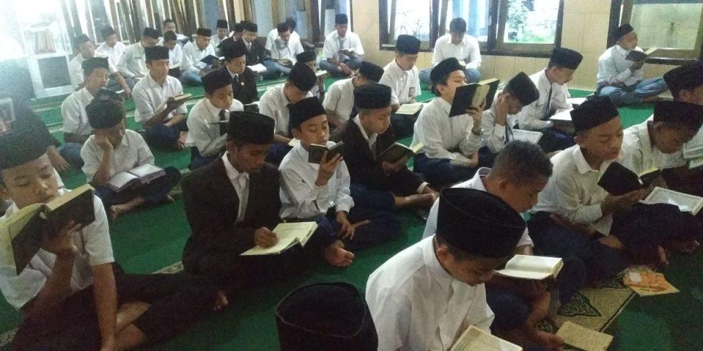Santri Amalkan Sunnah Dhuha-Tilawah, Ponpes Munawarah Fokus Ajarkan Ilmu dan Amal Ibadah 1