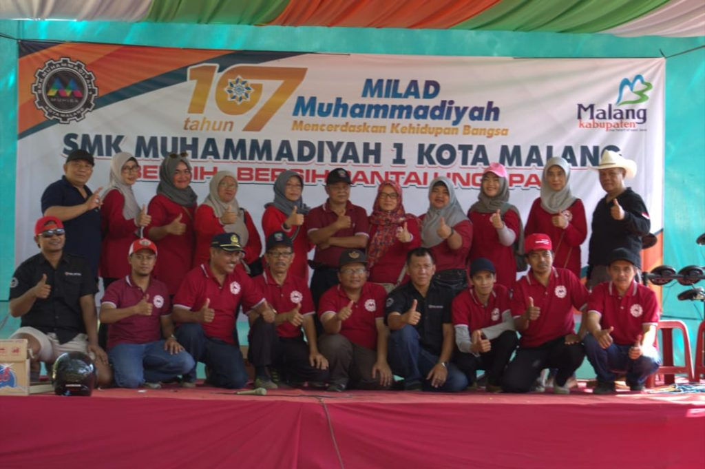 Milad 107 Muhammadiyah, SMKM 1 Kota Malang Bersih Pantai Sekaligus Konser Angklung Cinta Lingkungan 1