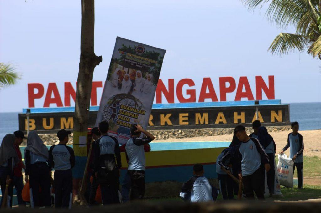 Milad 107 Muhammadiyah, SMKM 1 Kota Malang Bersih Pantai Sekaligus Konser Angklung Cinta Lingkungan 3
