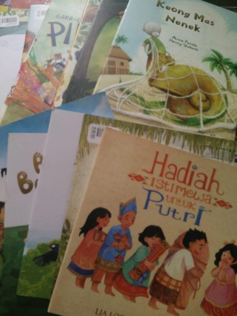 Kemendikbud RI Kirim Puluhan Buku Cerita Anak Pada TBM TL Lesanpuro 1