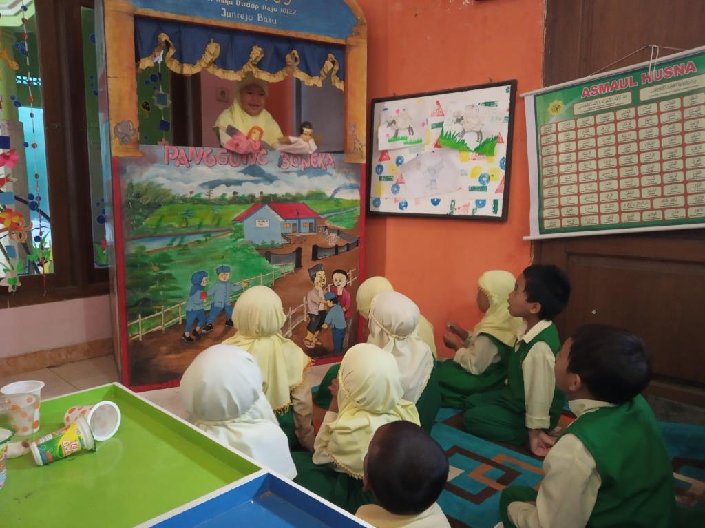 Punya Panggung Donggeng Boneka, ABA 5 Kota Batu Ajari Siswanya Peka Pada Lima Hal Kecerdasan Emosial 2
