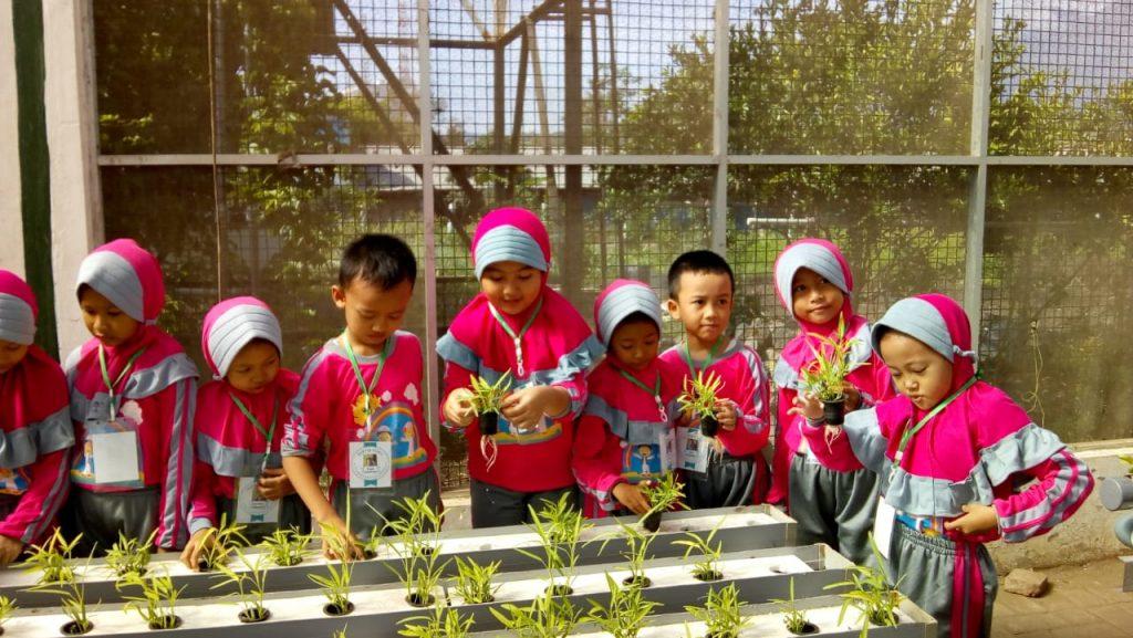 Membuka Wawasan Pertanian-Peternakan Modern Pada Siswa ABA 13 Malang 3