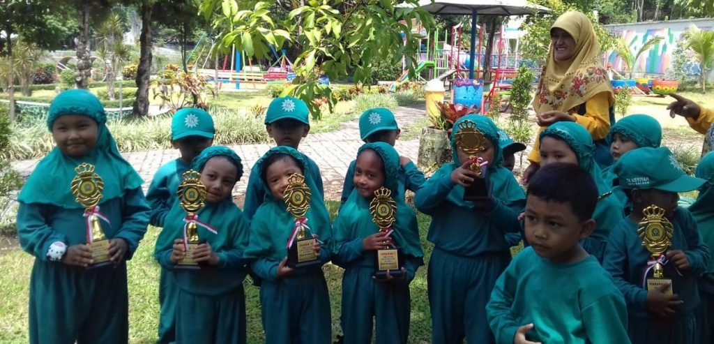 ABA 5 Kota Malang Outing Class, Beri Thropy Siswa Pemenang Lomba 1