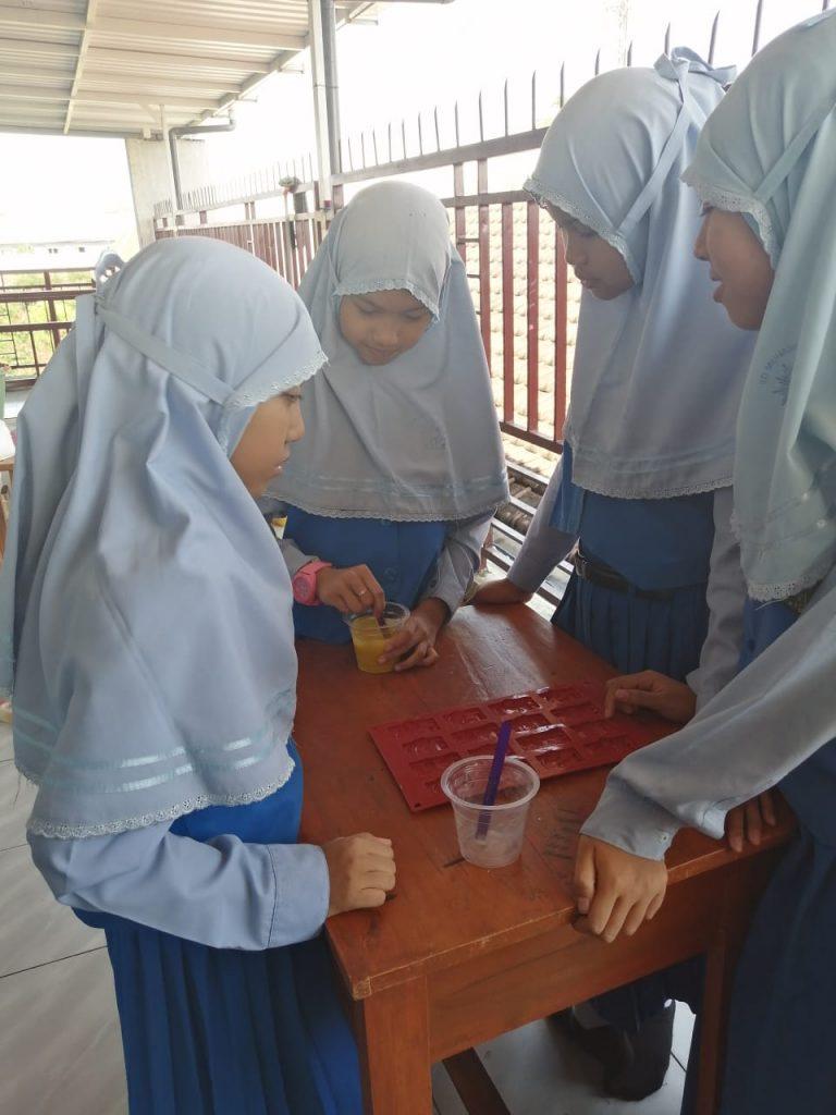 Puluhan Siswa SD Mutu Kunjungi SMP Muhammadiyah 2 Pembelajaran Bahasa Thailand Sekaligus Keterampilan 2