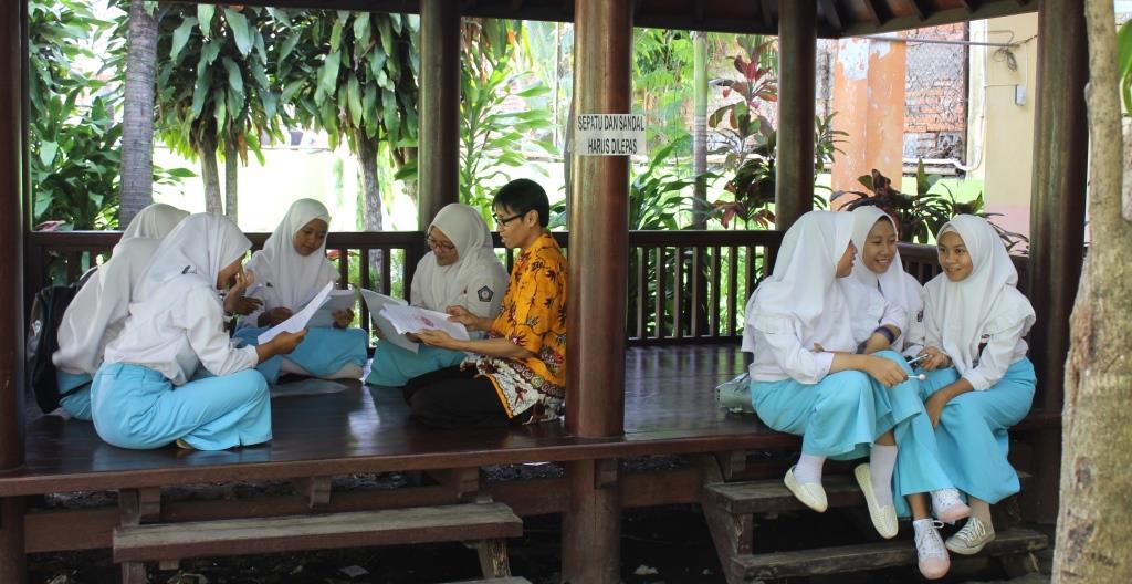 Gazebo Muhisa Tempat Siswa Diskusi dan Belajar Literasi 1