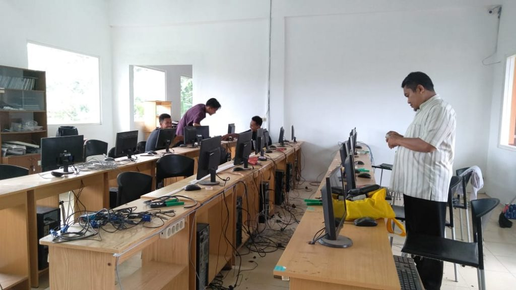 "SMK Muda ""Sulap"" Laboratorium Komputer Multimedia-TKJ 1"