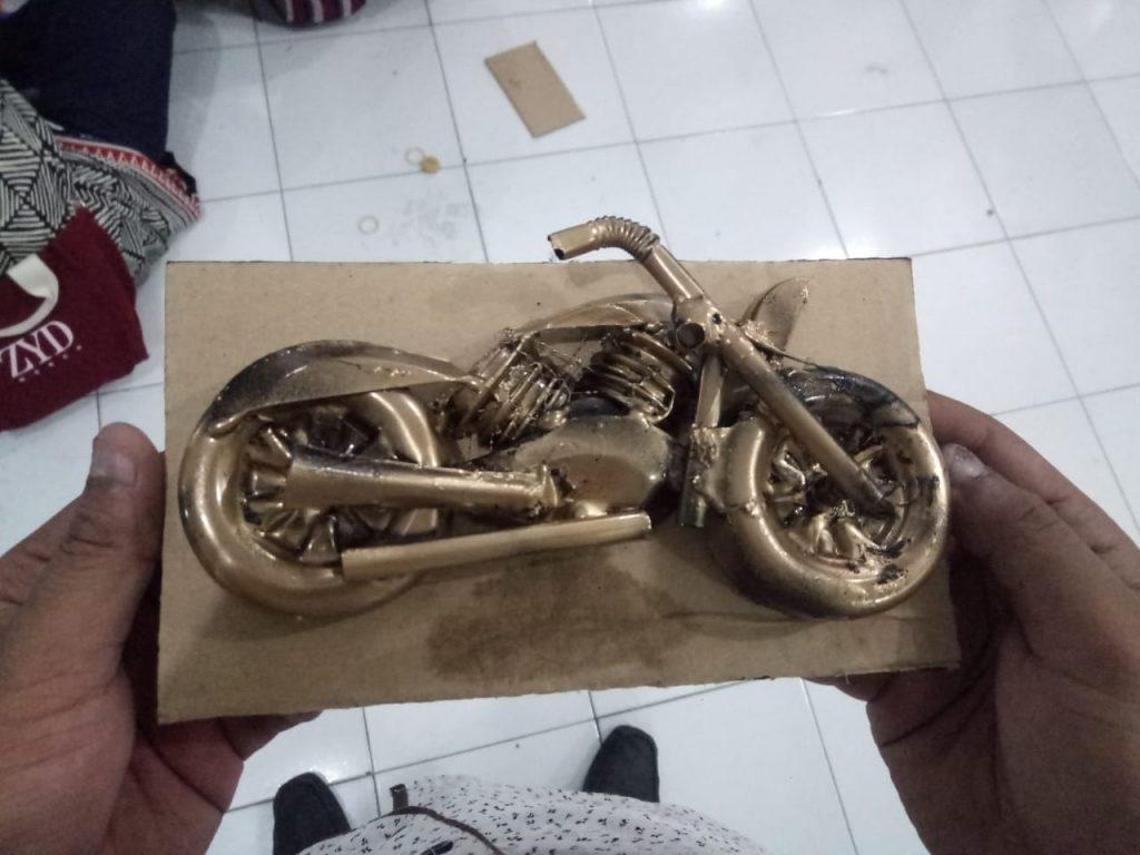 Tampil Beda KKN 34 UMM, Bikin Harley Dari Limbah Plastik 1