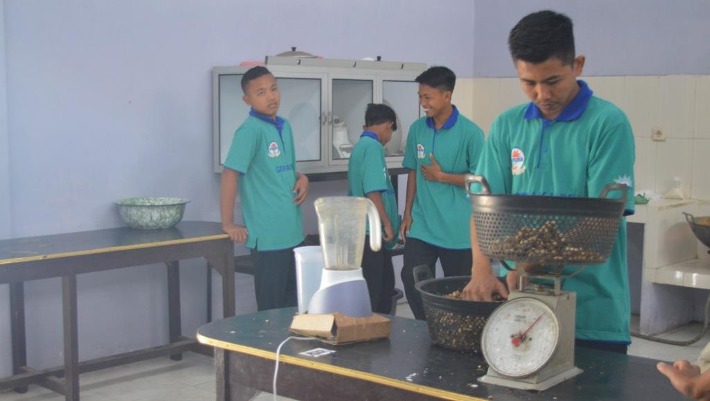 Pengurus Panti Asuhan Muhammadiyah, Latih Orang Tua Santri Produksi JaheMu 1