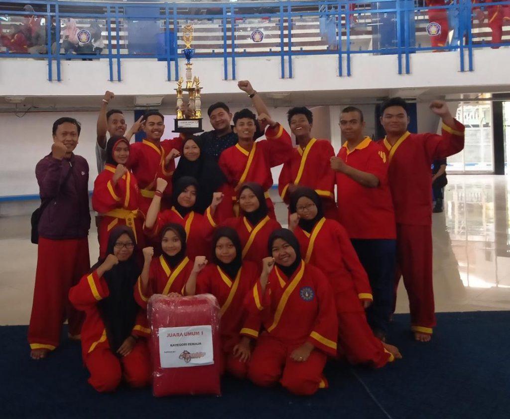 Jurus Merpati Membawa Trophy Juara Umum 1 SMAMSA Kejurda Tapak Suci 1
