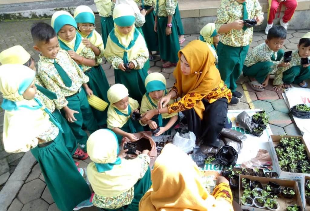 Konsep Sain Siswanya, ABA 24 Kota Malang Menjadi Sekolah Tematik Hidropnik 1