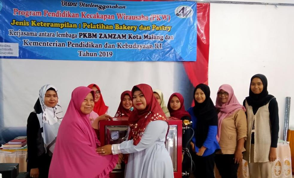 Usai Ngaji Spiritual-Cek Kesehatan, PC Aisyiyah Pagelaran Latih Kadernya Produksi Roti Viral 1
