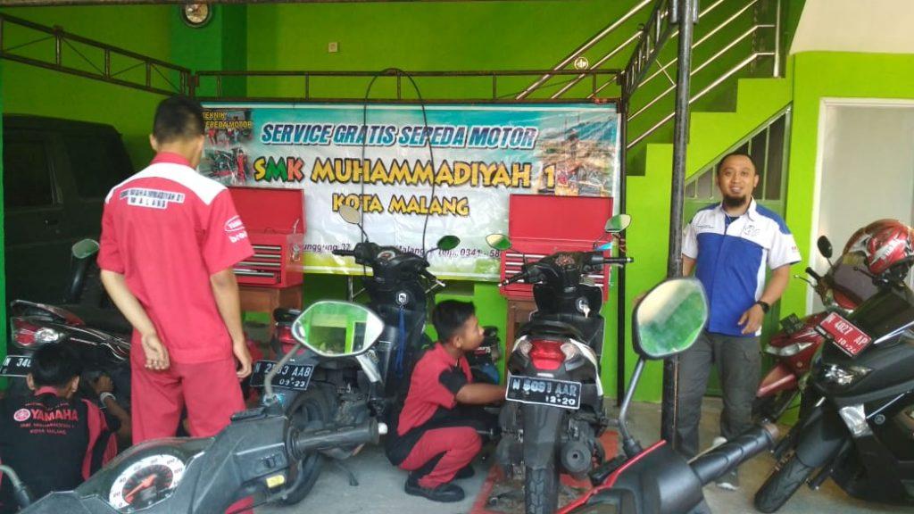 SD Mulia Gandeng SMK Muhammadiyah 1 Kota Malang Servis Motor-Cek Kesehatan Gratis 1