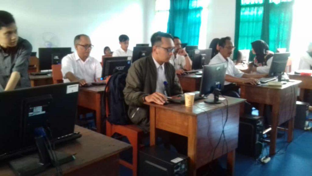 Sekolah Semakin Berkembang, Guru SMK Muhammadiyah 3 Kota Malang Ujian AKM 1