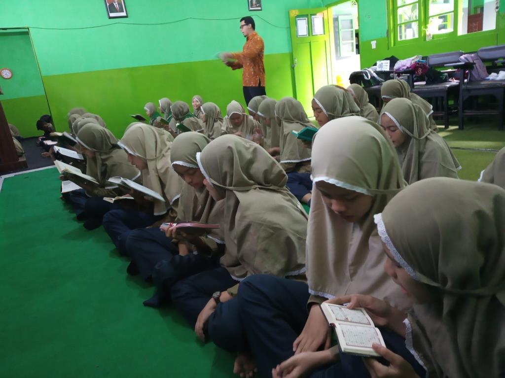 Menggapai Prestasi Semangat Religi, Menumbuhkan Karakter Islami Siswa Iman Takwa Pribadi 1