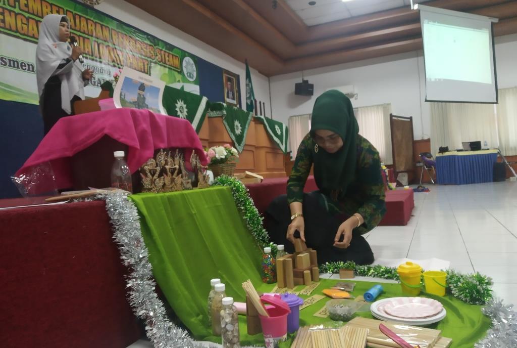 Ratusan Guru TK ABA Kota Malang, Ikuti Workshop STEAM Loose Part Dampingi Siswa Berfikir Kreatif-Solutif 1