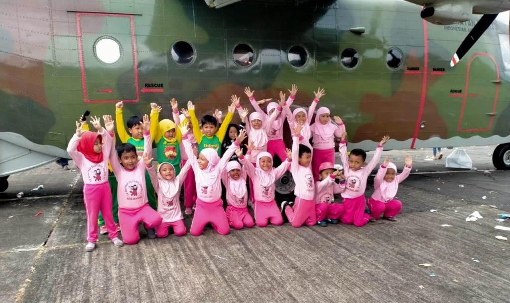 Sang Legendaris Hercules Pikat Hati Siswa ABA 9 Kota Malang, Kapan Terbang? 2