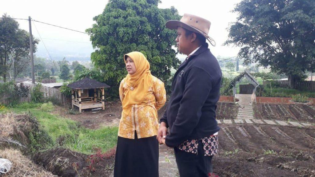 Potong Tumpeng Akhiri Pengabdian, KKN 25 UMM Sampaikan Maaf dan Terima Kasih Warga Pandesari 6