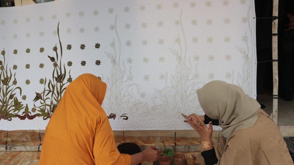 Berguru Pada Tokoh Batik Tenggeran, KKN 34 UMM Serap Ilmu Seni-Budaya Warga Lokal 1