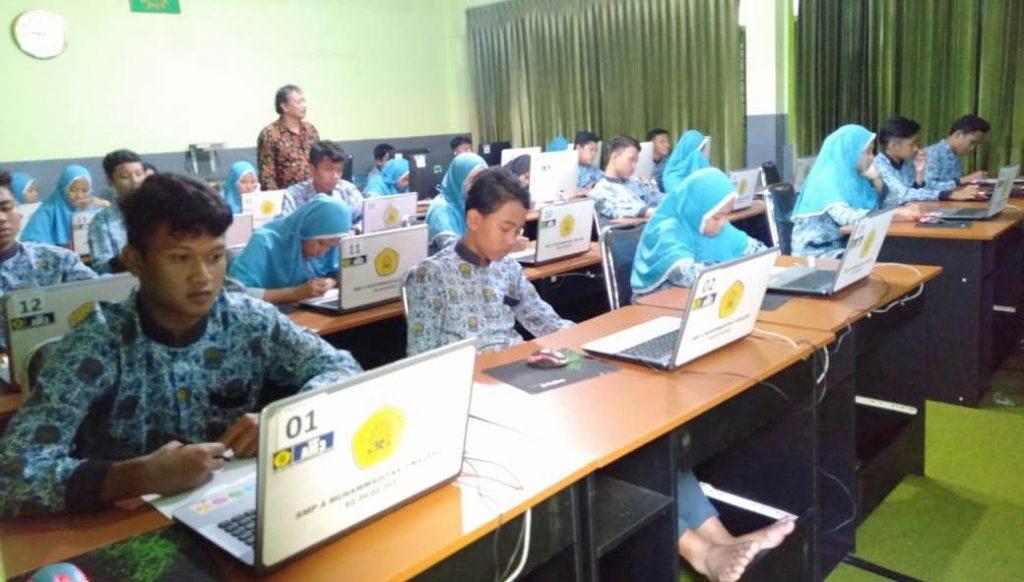 Setelah Tryout Kejujuran, SMP AM3 Kota Malang Menguatkan Siswa Kelas IX Tryout UNBK 1