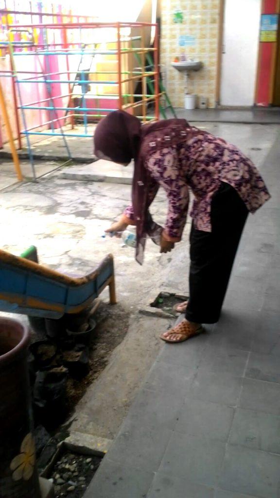 ABA 1 Kota Malang, Semprot Desinfektan Buatan Sendiri Pada Kelas- Fasilitas Sekolah 1