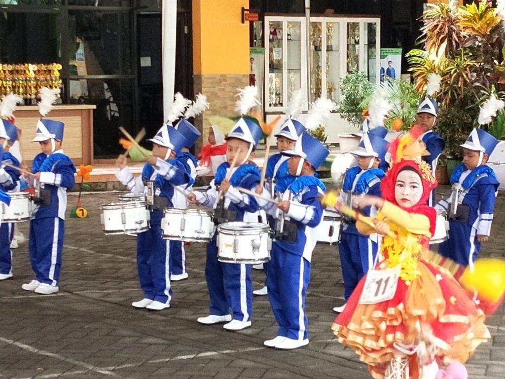 ABA 13 Blimbing Sudah Kompak dan Rancak Iramanya, Masuk Sepuluh Besar Drumband TK Se Kota Malang 1