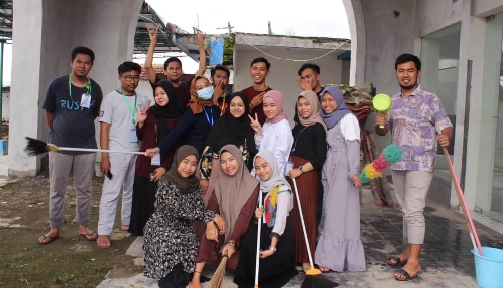 Wujudkan Khusyuknya Ibadah, KKN UMM Ngijo Aksi Bersih Masjid-Mushalla 1