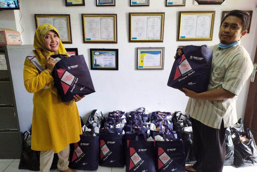 Donasi Sembako Pada Dhuafa, Wasilah SMK Muda Kota Malang Meraih Keberkahan Sekolah 1