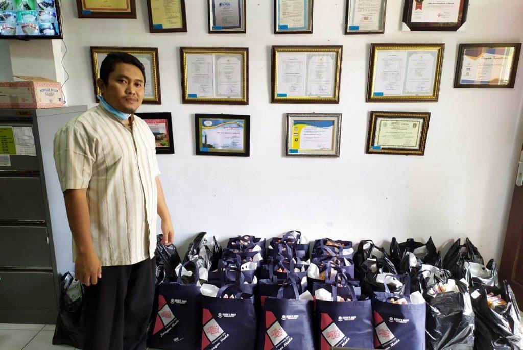 Donasi Sembako Pada Dhuafa, Wasilah SMK Muda Kota Malang Meraih Keberkahan Sekolah 2