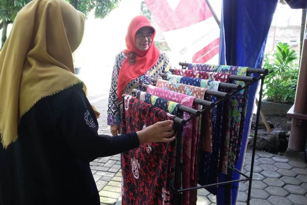Siswa SMK Muhammadiyah 1 Kota Malang, Tampilkan Kreatifitas Batik Blimbing Sebagai Seragam Siswa-Guru 2