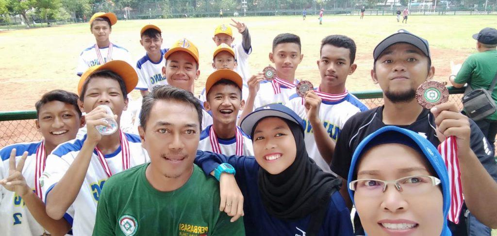 Tim Base Ball SMP M2M Raih Juara Tiga Kejurda Tingkat Jatim 2