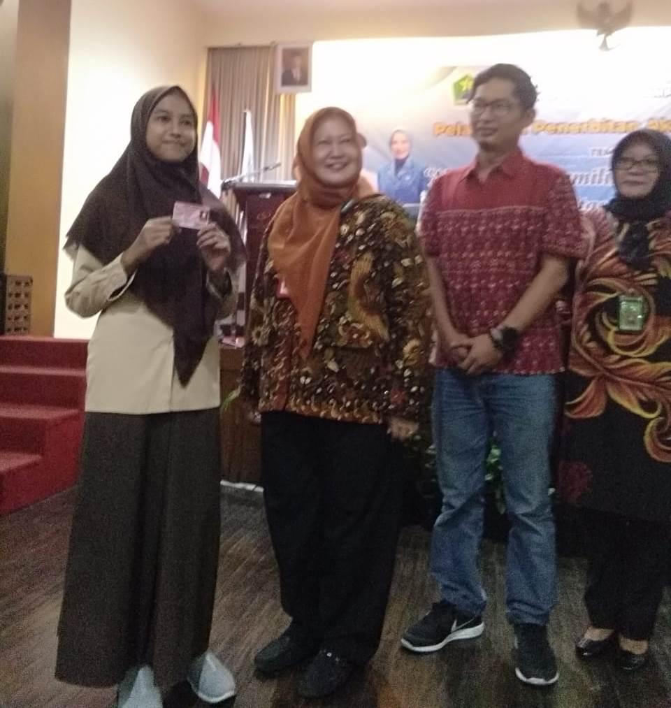 Siswa SMP Muhammadiyah 6 Kota Malang Terima Kartu Identitas Anak 1