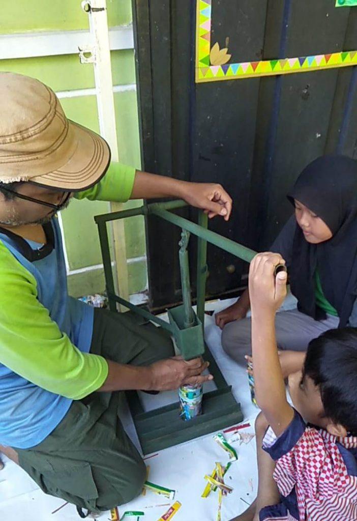 Teras Literasi Lesanpuro Ciptakan Alat Pemadat Ecobrik 1