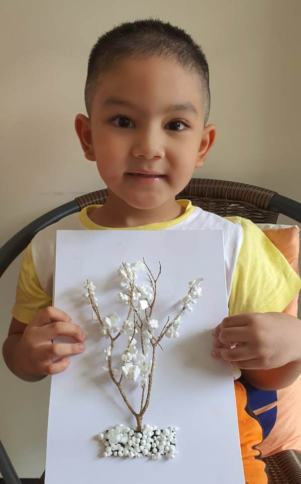 Pohon Salju Siswa ABA 1 Batu, Hadiah Buat Bu Guru 1