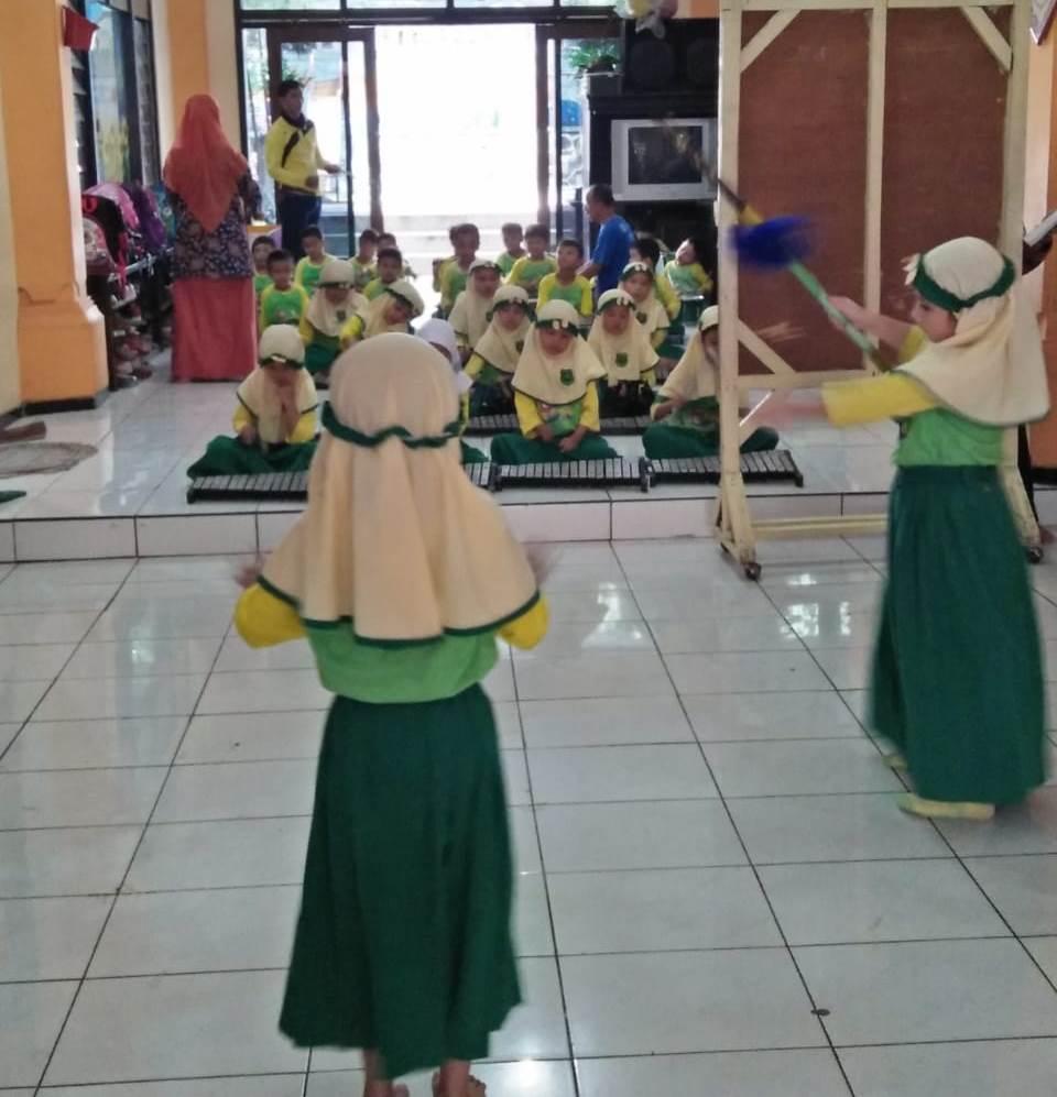 Ajari Siswa ABA 10 Kota Malang Renang, Juga Asah Jiwa Seni Melalui Drumband 1