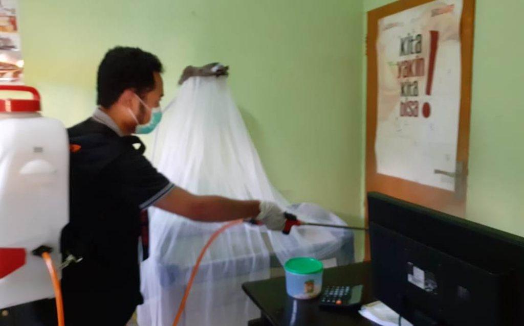 Lazismu Kota Batu Ikut Foging Desinfektan-Bagi Hand Sanitizer 1