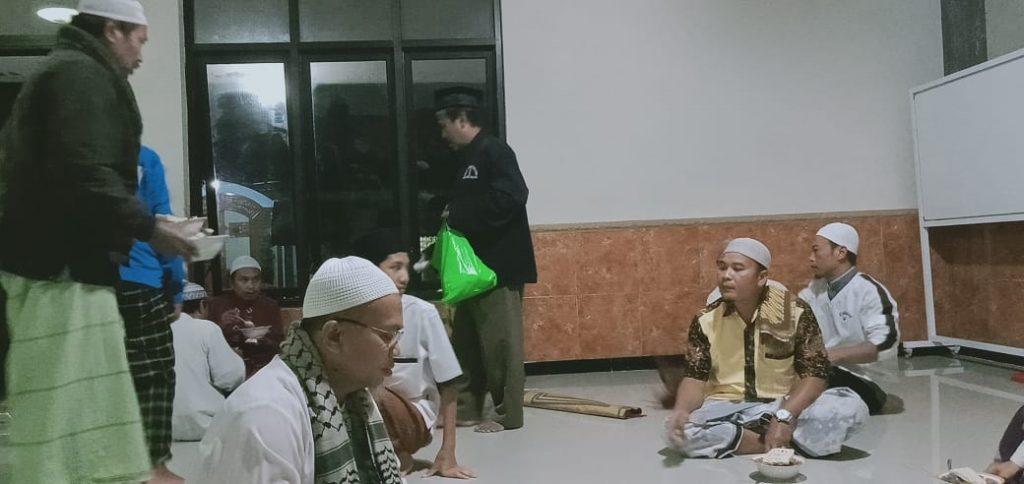 Tim Corona Lazismu Kota Malang Semakin Masif Bagi Hand Sanitizer 1