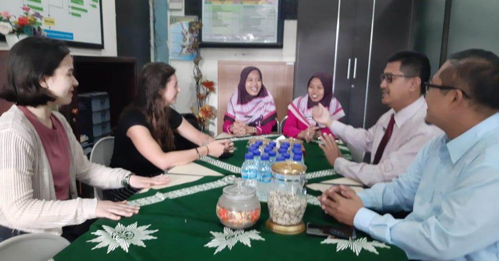 Tari dan Huruf Kanji Menjadi Materi Mengajar Tatania-Emili 1