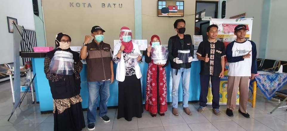 Unesa-MCCC Batu Bagi Ratusan Masker Wajah Pada Rumah Sakit dan Puskesmas 1