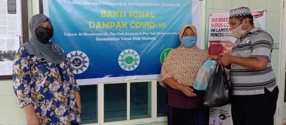 Kabupaten Malang Mulai Bergerak, PCA-PCM Turen Bantu 200 Sembako Pada Pedagang Keliling-Dhuafa 1