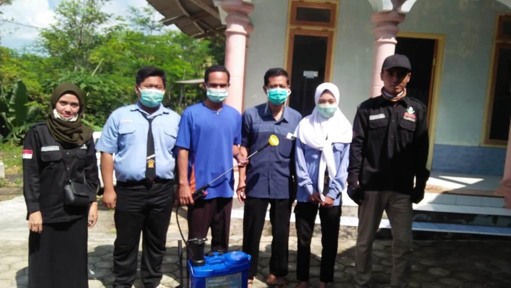 Sehari PCPM-SMK Muhummadiyah Donomulyo Desinfektan 5 Masjid 2