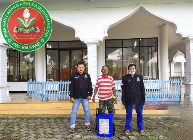 PCPM Kalipare Bagi Sembako-Handsanitizer Pada Guru dan Sopir 1