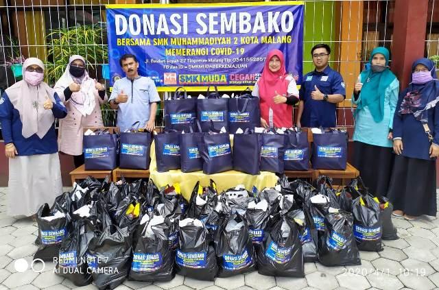 Guru-Karyawan SMK Muda Bantu Sembako Dhuafa- Terdampak Corona 1