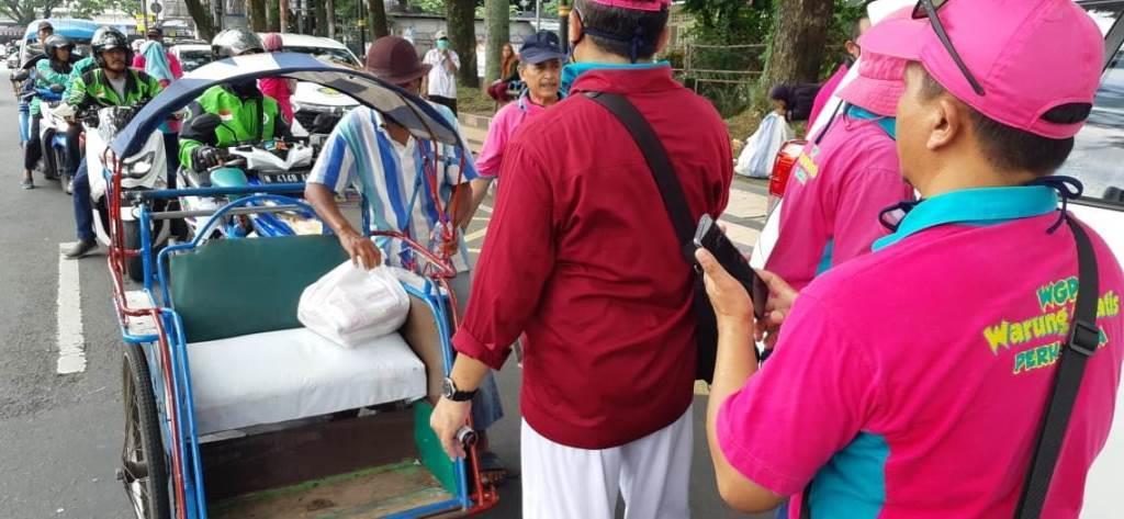 Pekerja Harian Resah Cari Nafkah, Perhasia-TCU Bantu 350 Paket Sembako 2