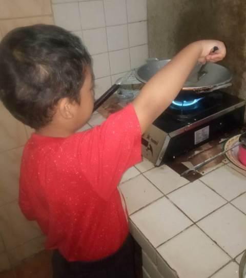 Jadi Koki Cilik Siswa ABA 24 Kota Malang Belajar Daring Tematik 2